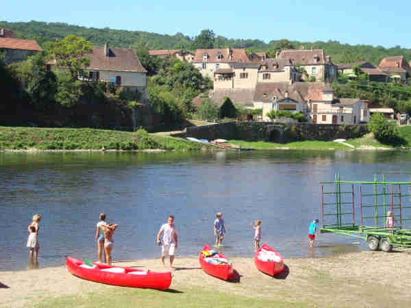 canoe dordogne pictures arrived by canoe at the base on the Dordogne